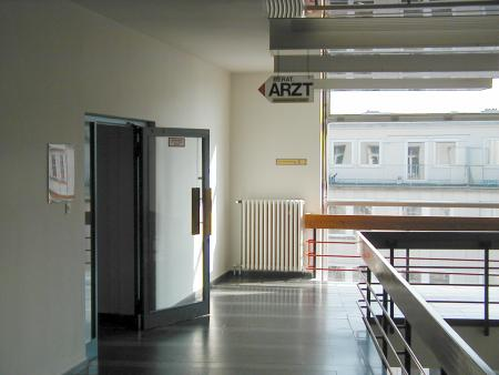 Innenansicht eines Behördenbaus in Hannover