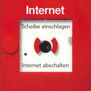 Scheibe einschlagen! Internet abschalten!
