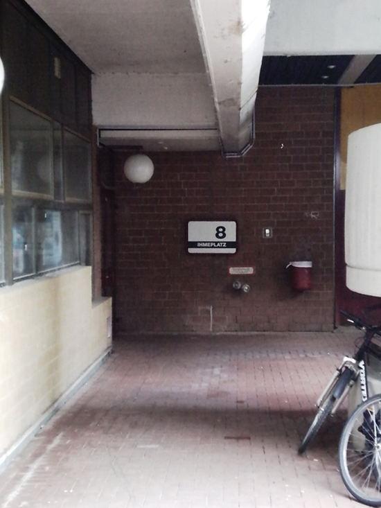 Hauseingang Ihmeplatz 8 am Ihmezentrum